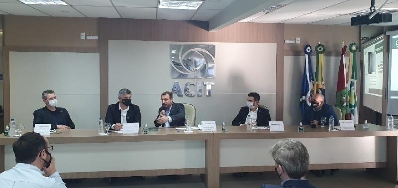 Governador visita a ACIT: grupo de trabalho é criado para acelerar obras na região