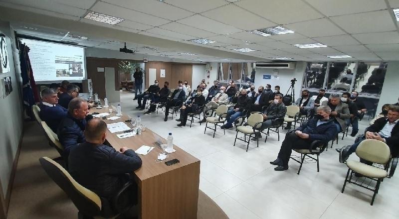 Desenvolvimento volta à pauta em reunião com prefeitos na ACIT