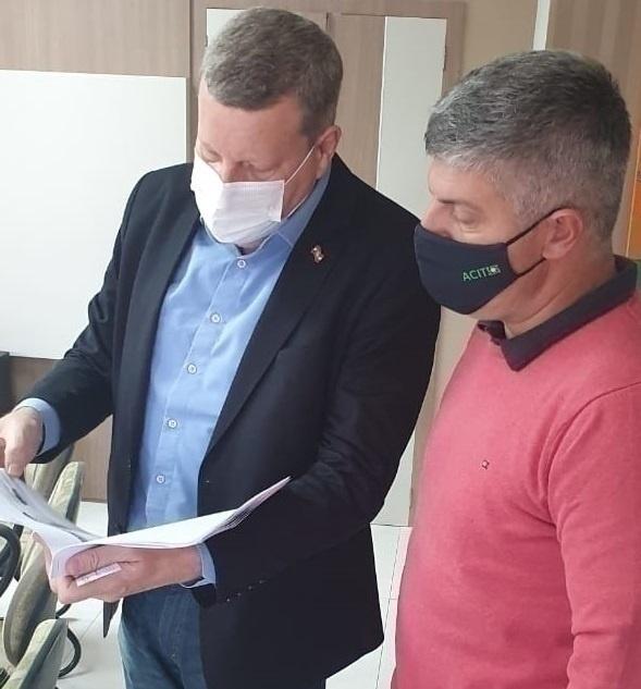 Secretário Luciano Buligon visita a ACIT